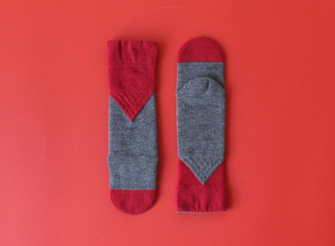 % SOCKS BLOCK Gray 60% Red 40%