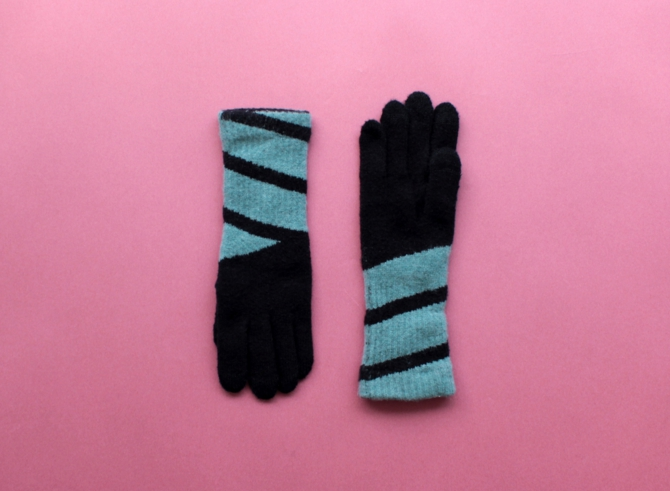 % GLOVES CONNECT – Black 60% Mint green 40%