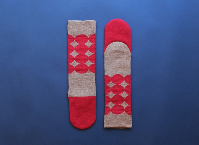 % SOCKS DOT  Red 50% Brown 50%