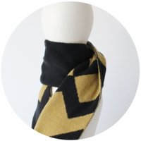 % SCARF LINE Black 50% Yellow 50%