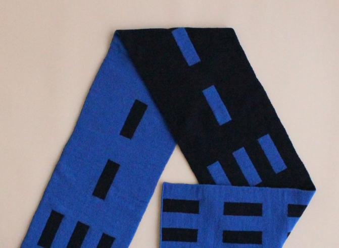 % SCARF LINE Blue 50% Black 50%