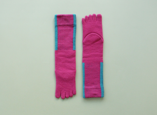 % FIVE TOE SOCKS LINE Dark pink 90% Light green 10%