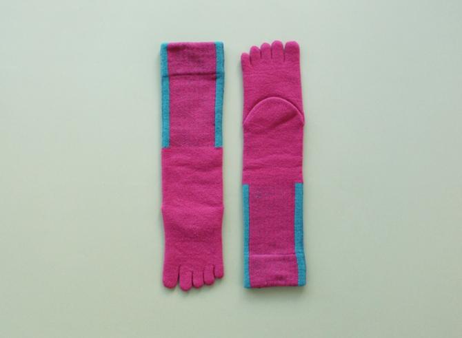 % FIVE TOE SOCKS LINE Dark pink 90% Light green 10%