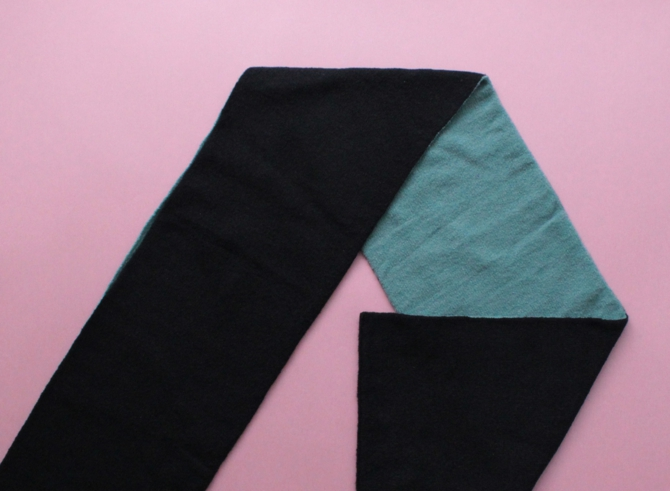 % HOLE SCARF Mint green 50% Black 50%
