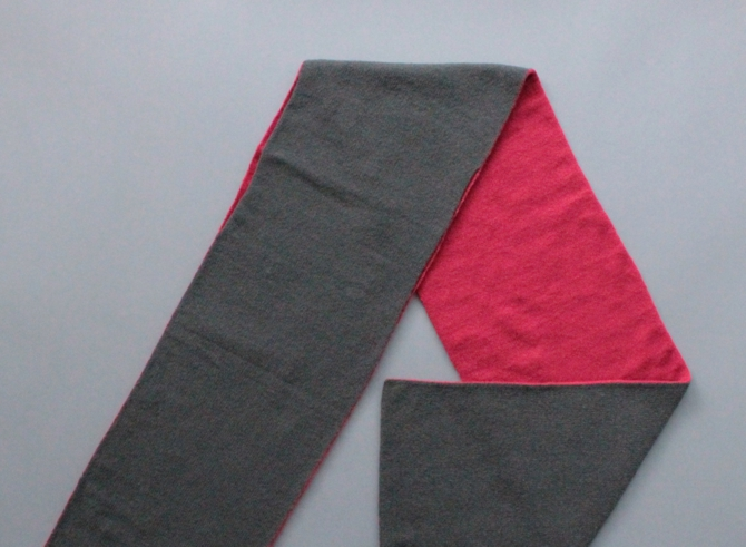 % HOLE SCARF Red 50% Dark gray 50%