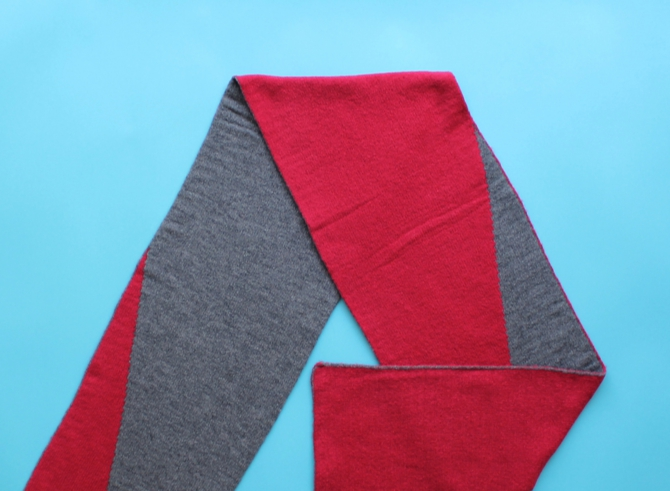 % SCARF BLOCK Red 50% Gray 50%