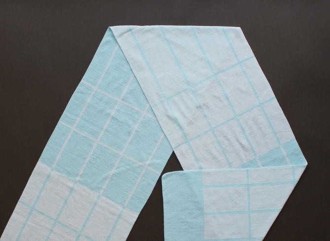 % SCARF CROSS  Light blue 50% White 50%